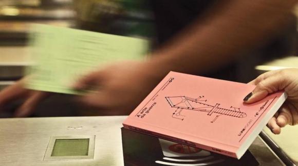 Dimenticato il biglietto della metro? Niente paura… se siete in Brasile vi basterà avere il libro giusto!